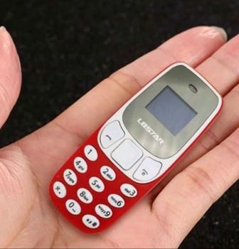 No son adornos, son los móviles funcionales más pequeños del Mobile World Congress de 2018